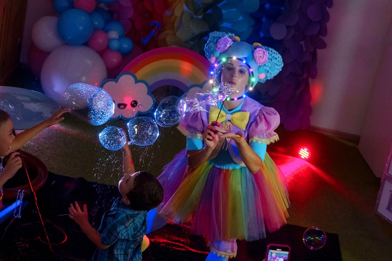 Светящееся шоу мыльных пузырей